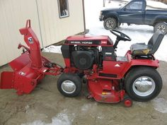 Vintage Tractors, Vintage Farm, Lawn Mower Tractor, Lawn Tractors, Wheel Horse Tractor, Types Of Lawn, Quad, Tractor Attachments, Riding Lawn Mowers
