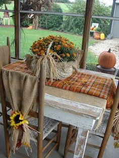 Awesome 88 Totally Adorable Fall Country Decoration Ideas for Your Home. Vibeke Design, Autumn Decorating, Porch Decorating, Decorating Ideas, Primitive Fall Decorating, Primitive Autumn, Deco Floral, Deco Table, Decoration Table