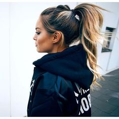 Love this look: high pony with a subtle wave.