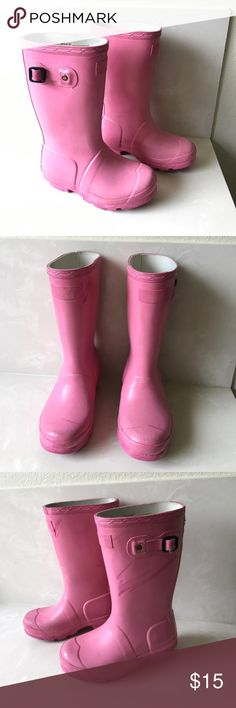 Hunter Toddler Girls Pink Rubber Rain Boots 11 Authentic Hunter Boots Toddler Girls Pink Wellington Rubber Rain Boots Size 11 used has marks exterior logo rubbed off sold as is final price listed please no offers Hunter Boots Shoes Rain & Snow Boots