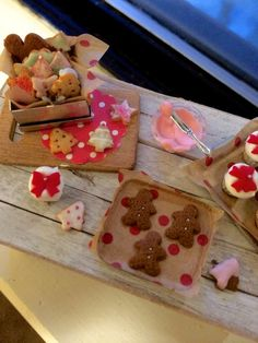 Dollhouse miniature holiday cupcakes and cookies by Kimsminibakery