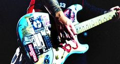 "Angel ""Blue"" - La chitarra Fender Stratocaster del cantante Billie Joe Armstrong dei Green day"
