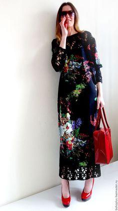 Купить или заказать Платье в стиле бохо шик 'Серафима ночная' в интернет-магазине на Ярмарке Мастеров. Серафима, ты звал меня по имени. Не ведая ни дней, ни времени. Любил меня неистово, Желая моей истины. А я молчала... зарезервировано Шикарное и невозможно красивое по боховски платье, прямого силуэта люксового хлопка с шелком, вязаные детали кокетка , манжеты и низ платья из толстого хлопка связанные крючком. Невероятной красоты брендовая ткань нежнейшего прикосновения к телу котору...