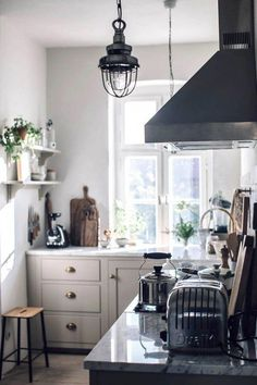 Mobile Home Remodel our food stories' sublime kitchen.Mobile Home Remodel our food stories' sublime kitchen. Devol Kitchens, Home Kitchens, Cottage Kitchens, Modern Kitchens, Loft, Kitchen Trends, Kitchen Ideas, Kitchen Pictures, Cuisines Design