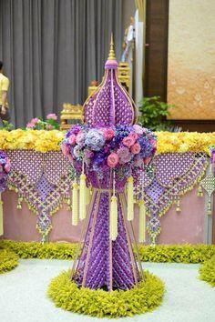 Flowers Nature, Diy Flowers, Beautiful Flowers, Flower Diy, Fruit Decorations, Thai Art, Thai Style, Floral Arrangements, Flower Arrangement