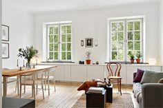 Matbord + stol+skåp under fönster