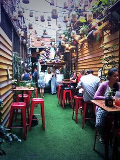 Melbourne's laneways are full of cool cafes and restaurants Photo: Audrey Bourget