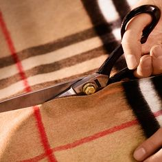 Known for its soft texture, light weight and warmth, the finished Burberry check cashmere cloth is carefully cut into panels