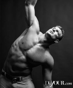 New England Patriots tight end Rob Gronkowski links up with DuJour for a cheeky new photo shoot lensed by fashion photographer Bruce Weber. Patriots Sign, New England Patriots Football, Patriots Fans, Jessie James, Julian Edelman, Tom Brady, Sports Illustrated, Rob Gronkowski Patriots, Nfl