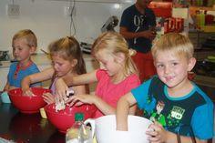 kiddies making their own pizza's