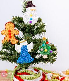 Adornos navideños de madera y papel