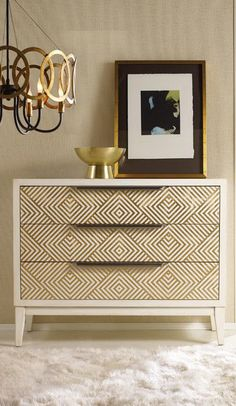 Geometric design 3 drawers chest ==