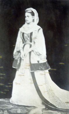 Queen Olga  Athens, Attica. Mid 19th century  © Peloponnesian Folklore Foundation, Nafplion, Greece Historical Women, Historical Clothing, Greek Traditional Dress, Greek Dress, Greek Royalty, Grand Duchess Olga, Folk Costume, Vintage Photographs, Athens