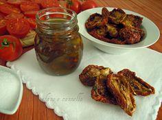 La ricetta di oggi è dedicata agli amanti delle conserve casalinghe: pomodori secchi sott'olio. Una volta pronti, potete utilizzare questi pomodori...