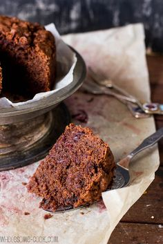 Light and moist this Spiced Chocolate and Beet Cake is vegan gluten-free and sugar-free! Dairy Free Recipes, Raw Food Recipes, Sweet Recipes, Cake Recipes, Cooking Recipes, Dessert Recipes, Sugar Free Desserts, Vegan Desserts, Beetroot Chocolate Cake