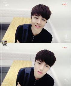 Aww , this pic our Junhoe look so handsome and cute. Stan Love, Winner Ikon, Koo Jun Hoe, Kim Ji Won, Korean Celebrities, Asian Boys, Yg Entertainment, Boyfriend Material, Memes