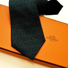 Carre de Paris - SOLd - Hermes ties are known the world over for their quality and their timeless and classic look. Burberry Men, Gucci Men, Hermes Men, Tom Ford Men, Hugo Boss Man, Rolex Submariner, Calvin Klein Men, Audemars Piguet, Navy And Green