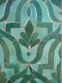 Dark Spring and Turquoise green for this Moroccan Zellige tiles mosaic. Tuile Turquoise, Turquoise Tile, Green Turquoise, Blue Green, Emerald Green, Turquoise Pattern, Green Pattern, Turquoise Room, Turquoise Fashion