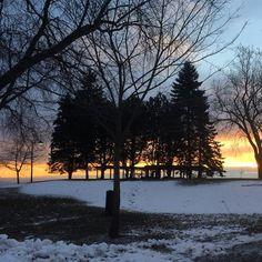 It's cold, but the sunrises make it worth it. Good morning from #Oshawa's Lakeview Park. . #oshawamuseum #lakeviewpark #winterishere #sunrise #ouroshawa
