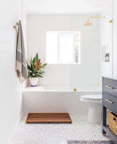 #repost @interior.hunter #welovenew ⠀⠀⠀⠀⠀⠀⠀⠀⠀ A lovely simple and bright bathroom design. Whats do you think?⠀⠀⠀⠀⠀⠀⠀⠀⠀ -⠀⠀⠀⠀⠀⠀⠀⠀⠀…