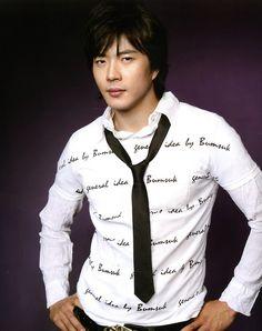 Otro de sus papeles populares fue El Espíritu de Bruce Lee,  resaltando la autoritaria sociedad coreana de ese tiempo.