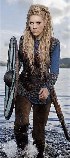Katheryn Winnick ✾ as Lagertha – Norse Mythology-Vikings-Tattoo Katheryn Winnick Vikings, Lagertha Vikings, Ragnar Lothbrok, Cheveux Lagertha, Lagertha Hair, Costume Lagertha, Warrior Braid, Viking Makeup, Vikings Halloween