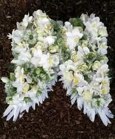 You are in the right place about funeral memes Here we offer you the most beautiful pictures about the funeral ropa you are looking for. When you examine the part of the picture you can get the massag Grave Flowers, Cemetery Flowers, Funeral Flowers, Funeral Floral Arrangements, Flower Arrangements, Funeral Sprays, Cemetery Decorations, Funeral Tributes, Memorial Flowers