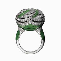 "CARTIER. ""Hélios"" Secret Ring - white gold, nephrite jade, brilliant-cut diamonds. #Cartier #ÉtourdissantCartier #2015 #HauteJoaillerie #HighJewellery #FineJewelry #NephriteJade #Diamond"