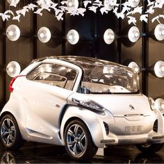 Visit the Peugeot Avenue showroom and discover the Peugeot car! Concept Cars, Peugeot, Showroom, Bmw, Instagram Posts, Fashion Showroom