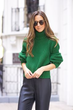 Cropped pullover with ribbing