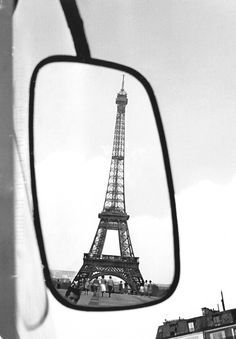 Paul Almasy: Eiffel Tower, Paris, 1960.
