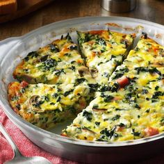 Crustless Spinach Quiche - I served this dish at a church luncheon and I had to laugh when one gentleman told me his distaste for vegetables. He, along with many others, were surprised how much they loved this veggie-filled quiche! Vegetarian Recipes, Cooking Recipes, Healthy Recipes, Vegetarian Quiche, Tofu Recipes, Milk Recipes, Vegan Meals, Healthy Dinners, Delicious Recipes