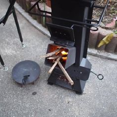 Bellamente hecho a mano Rocket Cookstove Wood Gas Stove, Diy Wood Stove, Wood Burner, Rocket Heater, Rocket Stoves, Camping Chuck Box, Walk In Freezer, Barbecue Design, Stove Heater