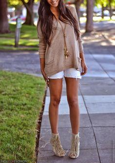 High fringe heels + white shorts + nude sweater + long gold necklace