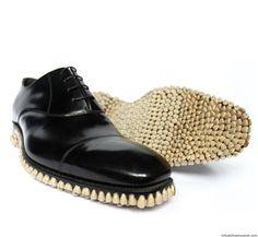 Este zapato da un poco de miedo aunque parece que se esté riendo. // Apex Predator Shoes