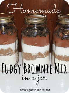 Fudgy Brownie Mix in a Jar- Fast and Easy Homemade Gift- Frugal Festivities Day - Six Figures UnderHomemade Fudgy Brownie Mix. Make your own brownie mix from scratch instead of buying boxes at the store. Layered in a jar, homemade brownie mix ma Homemade Brownie Mix, Homemade Brownies, Fudgy Brownies, Brownies In A Jar, Brownie Mix In A Jar Recipe, Mason Jar Cookie Mix Recipe, Brownie Jar, Oatmeal Cookies In A Jar Recipe, Jar Mix Recipe