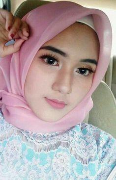 Fajar Rudin's media content and analytics Hijabi Girl, Girl Hijab, Batik Solo, Muslim Beauty, Hijab Fashionista, Hijab Chic, Beautiful Hijab, Girls Club, Muslim Women