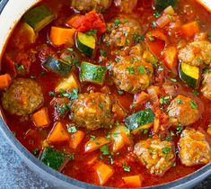 Zucchini meatball stew to take off - Hackfleisch & Co - INGREDIENTS servings): minced beef 2 zucchini 1 can of chickpeas 1 can of chopped tomatoes - Vegetable Soup Healthy, Vegetable Recipes, Beef Recipes, Soup Recipes, Chicken Recipes, Healthy Recipes, Large Family Meals, Meals For Four, Meatball Stew