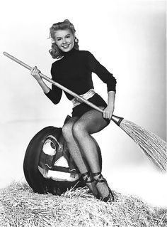 Vera-Ellen best known for work in White Christmas Vintage Hollywood Halloween Pin-ups Retro Halloween, Halloween Fotos, Halloween Pin Up, Vintage Halloween Photos, Halloween Pictures, Happy Halloween, Halloween Costumes, Vintage Holiday, Vera Ellen