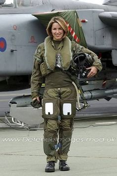 27 Pictures Of Women Fighter Pilots From Around The World - Aviation + - Women in Uniform Female Pilot, Female Soldier, Army Soldier, Fighter Aircraft, Fighter Jets, Jet Fighter Pilot, Photo Avion, Military Women, Military Female