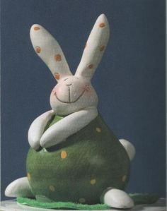 Easter Bunny made of clay. Paper Mache Projects, Paper Mache Crafts, Clay Crafts, Pottery Animals, Ceramic Animals, Clay Animals, Paper Clay, Clay Art, Painted Rocks Craft