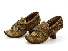 Pair of ladies shoes, second half 18th century. Brown leather, embroidered with floral motifs, silk ribbon.