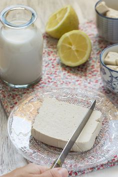 Easy homemade tofu (vegan) Au Vert with Lili Gourmandises Végétales Vegetarian Recipes Videos, High Protein Vegetarian Recipes, No Dairy Recipes, Vegan Vegetarian, Low Carb Recipes, Vegan Recipes, Fast Recipes, Vegan Food, Healthy Food