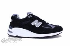Updated version of the original 990. Suede/textile navy upper. ABZORB cushioning in the midfoot. Encap sole unit. Blown rubber outsole. NEW BALANCE 990 SKU: M990BK2 BLACK Encap sole unit ABZORB cushio