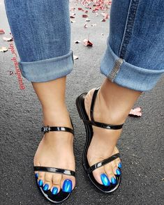 Beautiful Toes, Pretty Toes, Feet Soles, Women's Feet, Sexy Legs And Heels, Sexy High Heels, Clogs, Long Toenails, Blue Toes