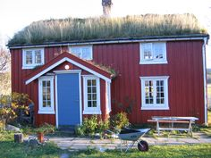 This looks very much like my grandparents house in Vesteralen, except for the porch with the blue door.
