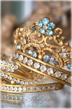 Oh my, a crown with beautiful blue stones