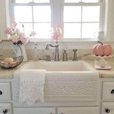 } Clean, Crisp & Organized Farmhouse Style Decor Ideas Farmhouse Kitchen Decor Ideas - LOVE this farmhouse sink - has a shabby chic look to it!Farmhouse Kitchen Decor Ideas - LOVE this farmhouse sink - has a shabby chic look to it! Lavabo Shabby Chic, Baños Shabby Chic, Cocina Shabby Chic, Shabby Chic Zimmer, Shabby Chic Interiors, Shabby Chic Bedrooms, Shabby Chic Furniture, Wood Furniture, Furniture Sets