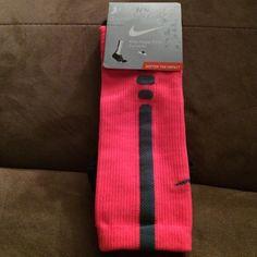 Nike Hyper Elite Mens 8-12,Womens 10-13 Pink Crew NWT Nike HyperElite crew socks size Large Mens 8-12 or Womens 10-13. Sock colors are neon pink light and dark gray Nike Accessories Hosiery & Socks