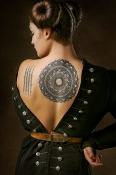 We have already talked about this type of design on several occasions, although today we are going to focus on mandala tattoos on the back, one of the star places where you can choose one of these pieces. Large or small, discreet or eye-catching, mandala tattoos on the back can be as you want. Read on if you want to get inspired! #tattoo_ideas #mandala_tattoos #mandala_tattoos_for_women #mandala_tattoo_back Mandala Back Tattoo, Mandala Tattoos For Women, Paisley Tattoos, Yoga Studio Design, Girl Flower Tattoos, Girl Tattoos, Tattoo Girls, Trash Polka, Yoga Inspiration